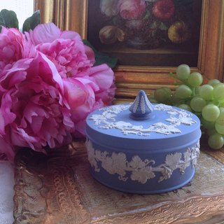 British bone china Wedgwood jasper blue jasper embossed grape vine small jewelry box, jewelry box