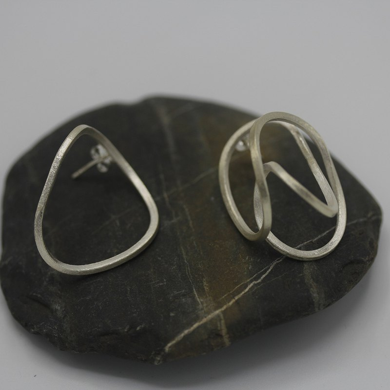 "Handmade silver asymmetrical loop-and-wire ""scribbles"" earrings (E0198)"
