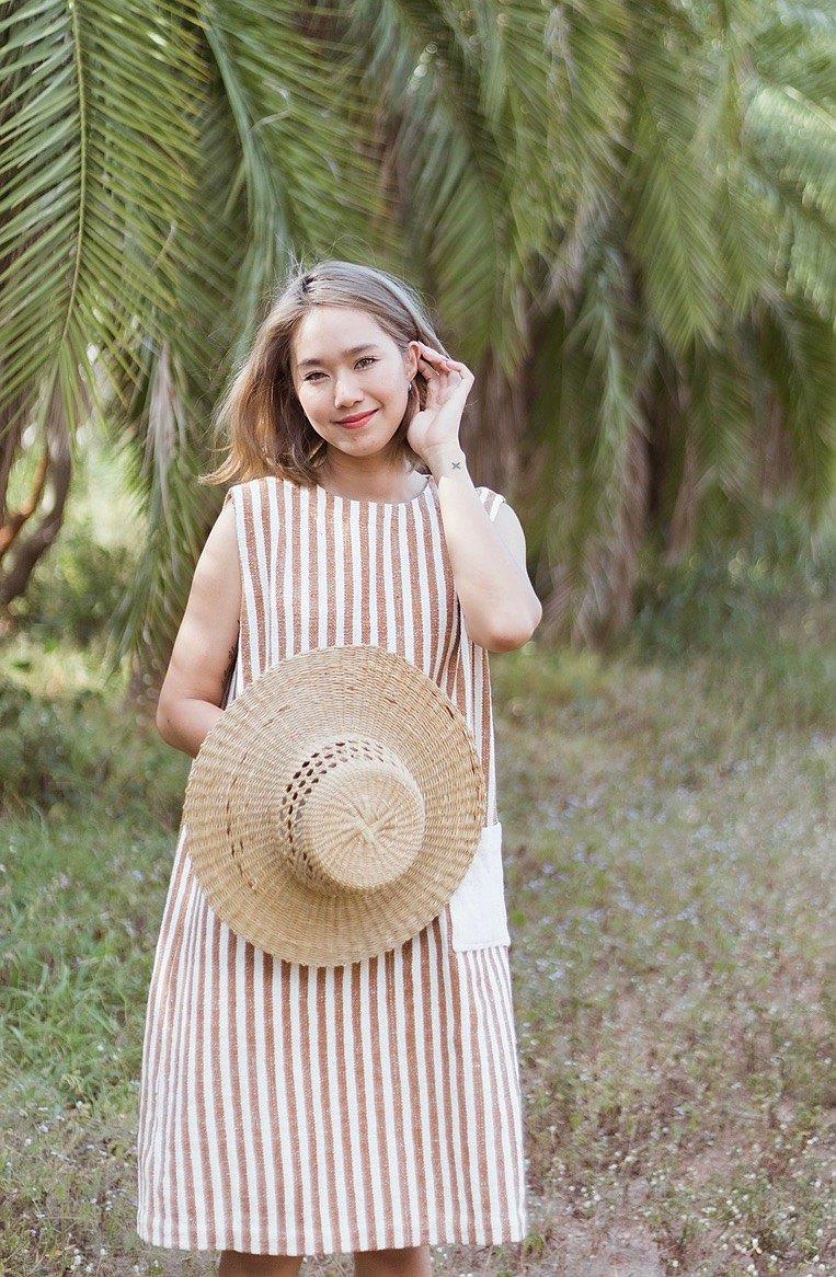 白棉棕色連衣裙