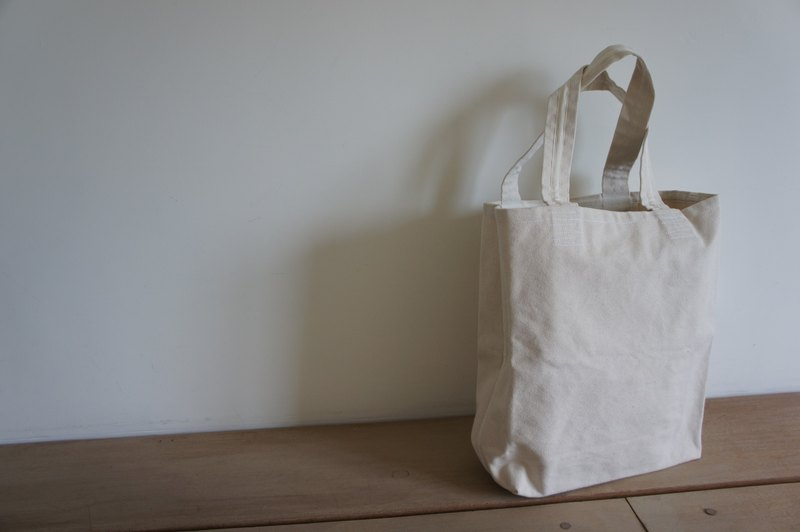 Long to mention the canvas shoulder bag