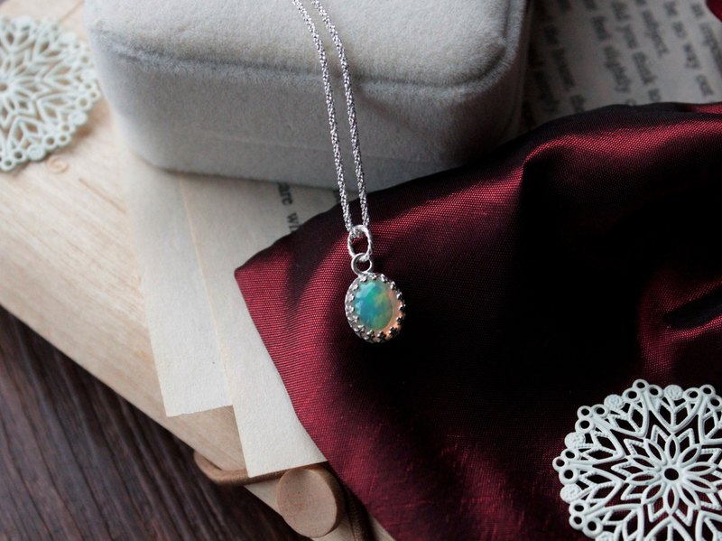 Journal of the crystal ball about / natural Australian opal (O poise), Silver Woven Necklace