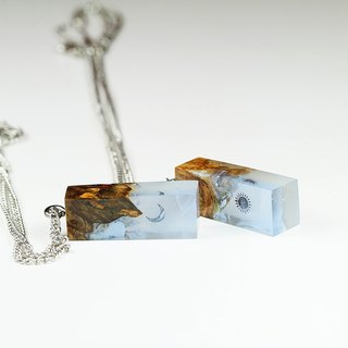 Glow in the dark with Your Signature x Frozen necklace (from Burl wood)