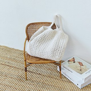 White Handie Crochet Bag