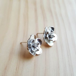 Cut flower series plum / silver earrings / ear pin