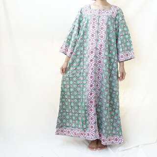 BajuTua / vintage / 70's hippie Yip Pakistan hand-painted green brick flower dress