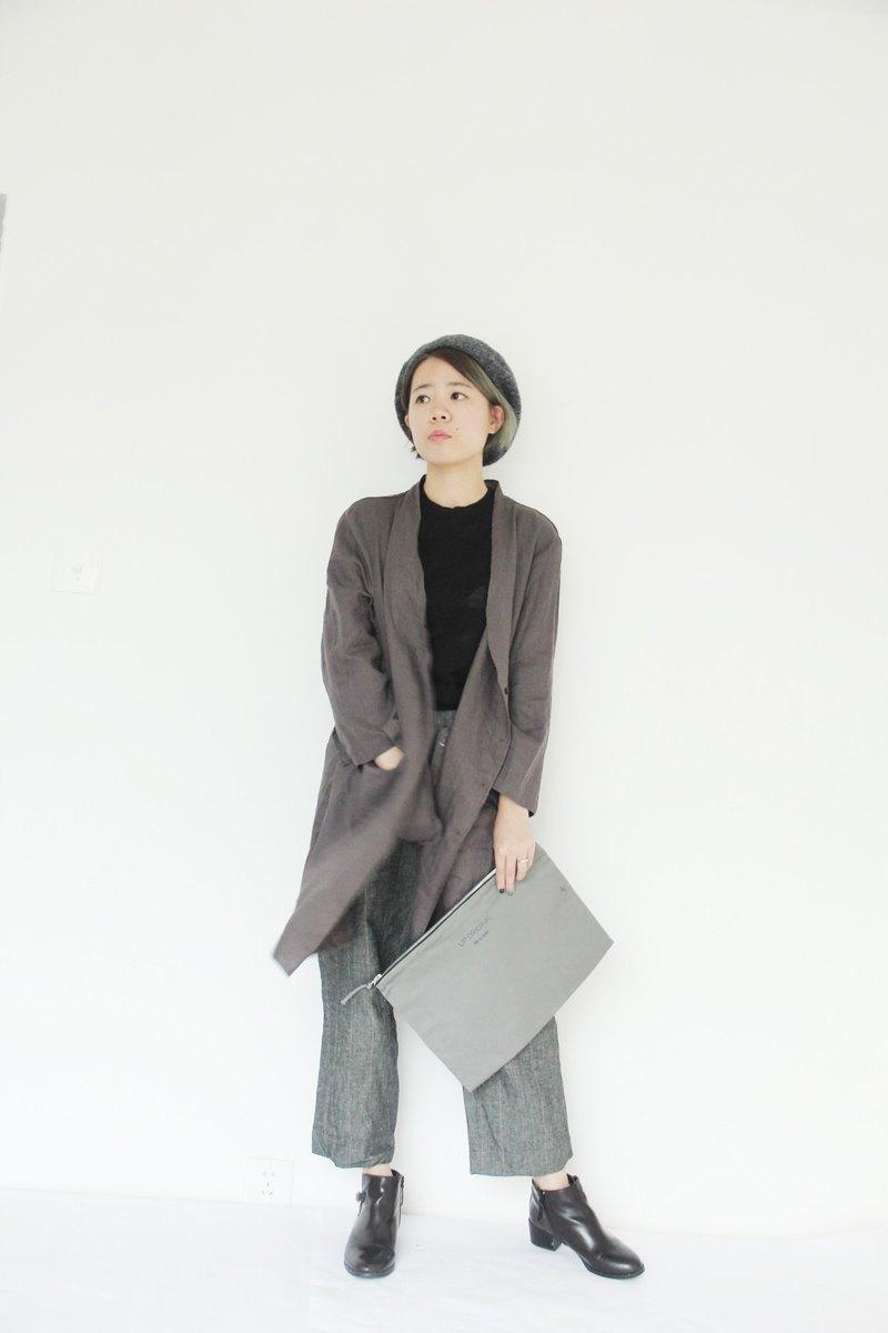 grey classic hand bag 經典手拿包-灰色