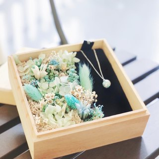 Jewel necklace / Gift Box with Dried Flower / Tiffany blue