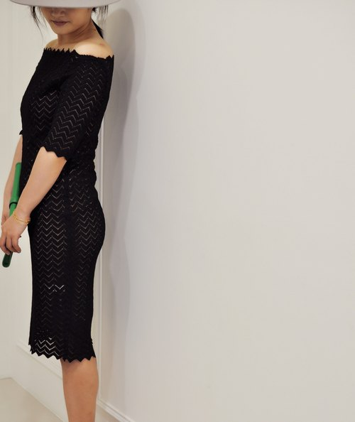 Flat 135 X 台灣設計師 英式優雅過膝洋裝 五分袖洋裝 平肩設計波浪蕾絲 領口簍空透膚 全長內裡 下擺蕾絲波浪 派對穿搭 婚禮穿搭