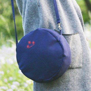 [Hand embroidered] small safflower round package (3 colors optional) / canvas cross-body bag side back hand embroidery navy blue