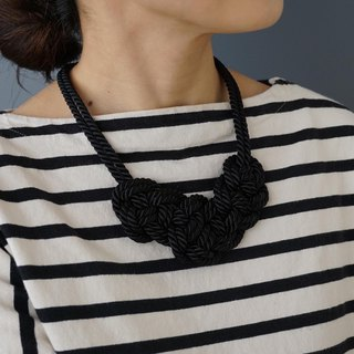 Code knitting motif necklace [Black]