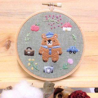 Hand embroidery hanging ornaments - the daily life of the father bear