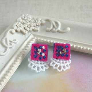 "Hand embroidery pireced earring""Vivid square1"""
