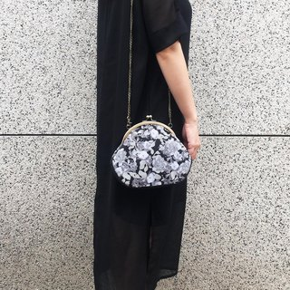 black flowers  clasp frame bag/with chain/ cosmetic bag / shoulder bag