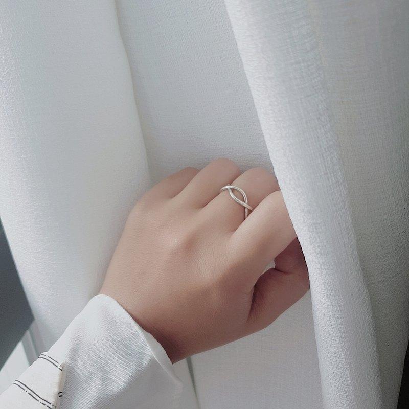 極簡風。925純銀 雙線交錯開口戒指 無限耳骨夾 可調整大小