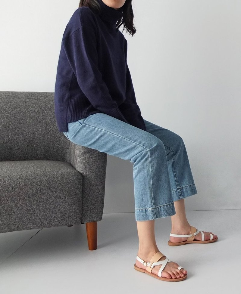 Navy blue high-necked short in front long cardigan Kashimier (right)