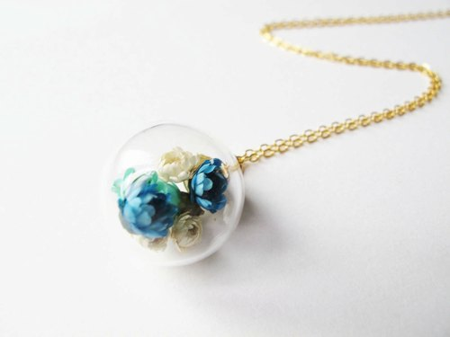 *Rosy Garden*Blue dried Daisies inside glass ball necklace