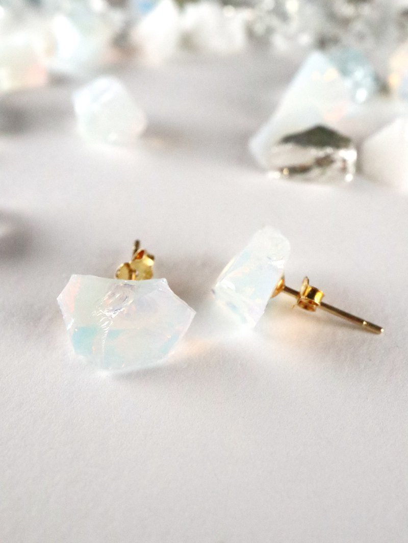 STAR STONE stud earrings - OPAL