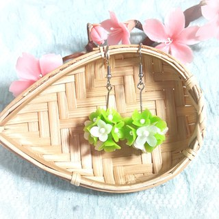 Green flower ball earrings / ear hook / ear clip / plastic clip / C clip