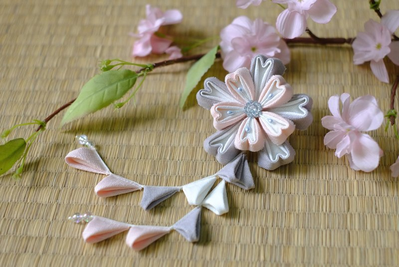 "Hana Saku [ma mi-zu] fretwork double cherry. Bloom | Macaron color ""Sesame gray: pink strawberry milk"" - Japanese-style wind flower hairpin yukata kimono Japanese fabric flower hair ornaments handmade creation"