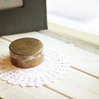 Good day fetish Netherlands small vintage copper box (round) / objects / shooting props / decorations