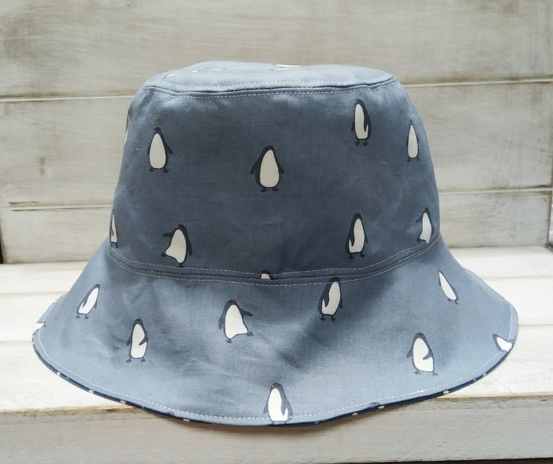 Gray-blue penguin little double-sided fisherman hat visor