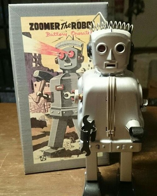 Silver Zoomer robot limited production of 300 identity cards attached battery start zoomer tin robot