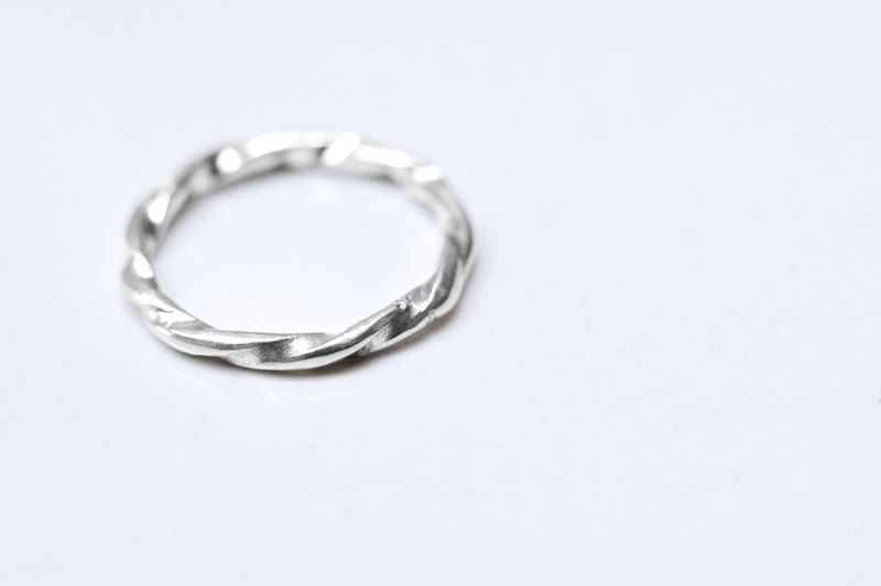 Multi-twisted sterling silver ring (tail ring)