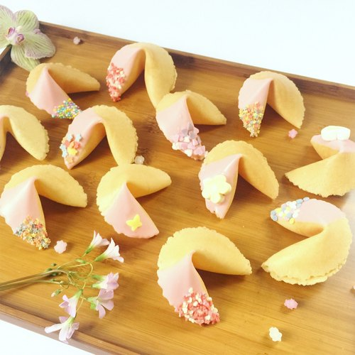 Chinese Valentine's Day lover gift guest signed lucky fortune cookie strawberry chocolate mixed fortune cookie gift box