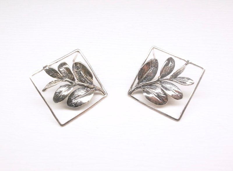 """Two silver"" [leaf sample small picture sterling silver earrings] (silver) (one pair)"