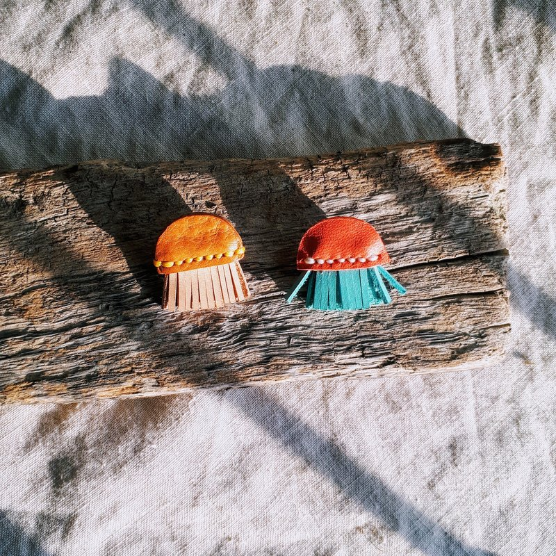 Little jellyfish earrings (single) _ hand sewn