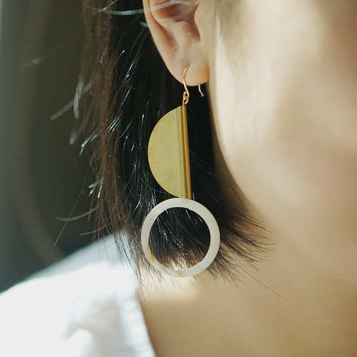 SHELL BRASS EARRINGS
