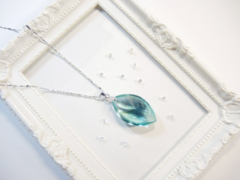 """Ice Crystal ice"" elegant sea-blue glass necklace - Fashion streamline -N1"