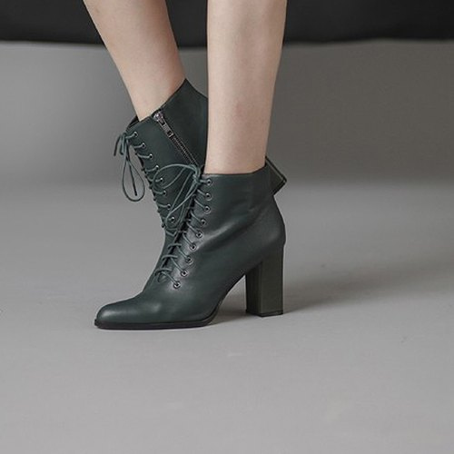 College straps with thick tube dagger leather ankle boots green