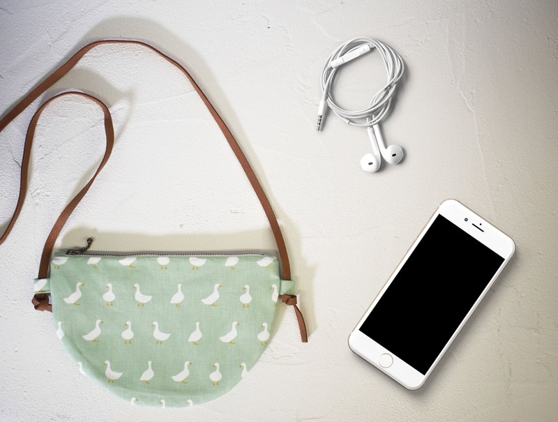 Moon series cross-body bag / mobile phone bag / limited manual bag / green bag white goose / out of print