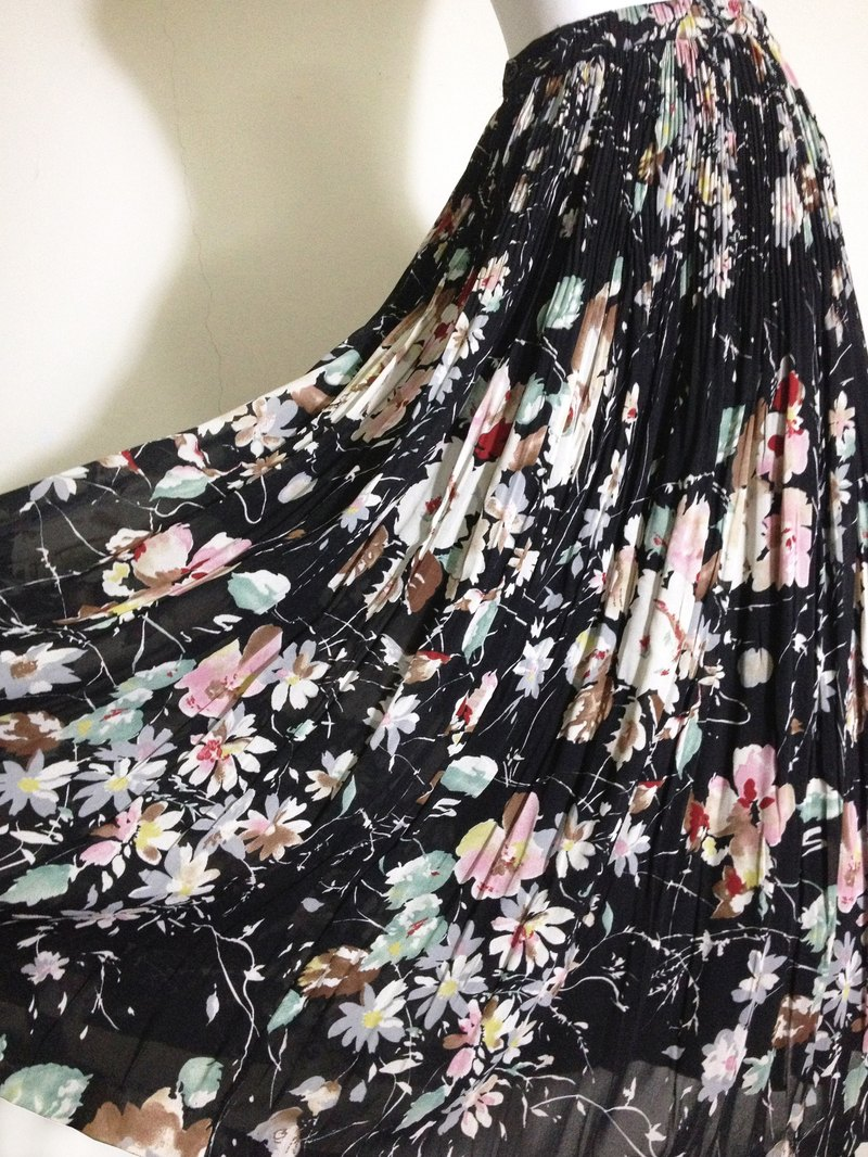 When vintage [antique dress / flower painted antique big skirt dress] abroad back to high texture