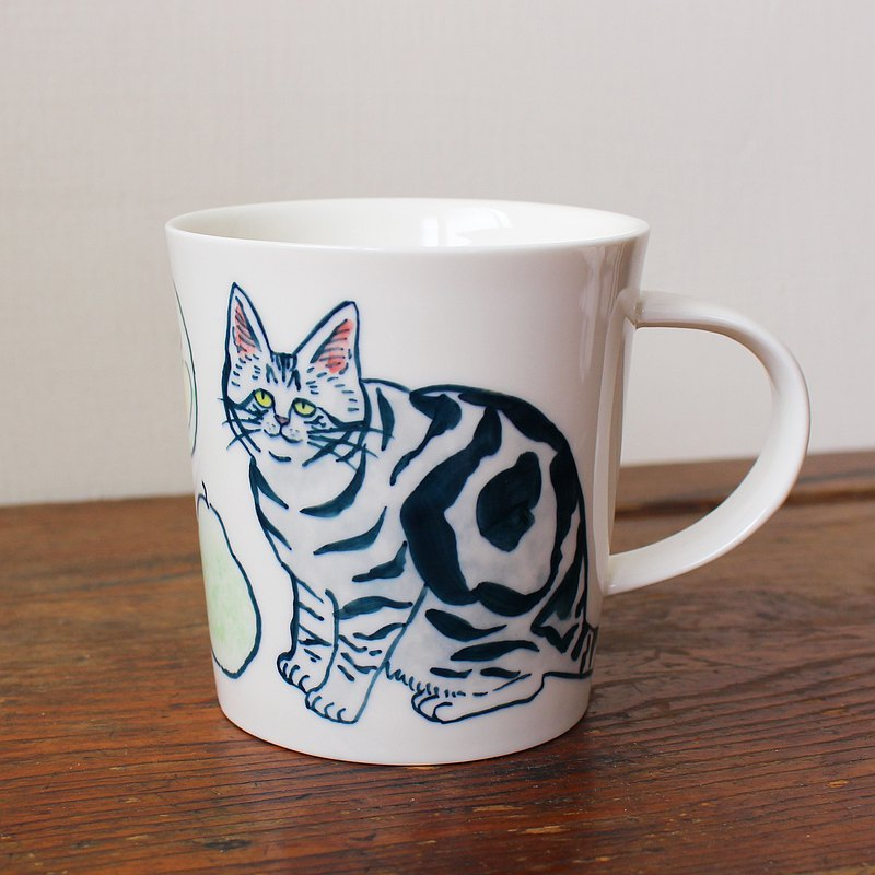 classic tabby cat with pomelo mug