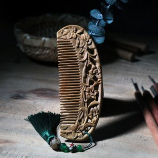 Natural hand-carved lily green sandalwood comb