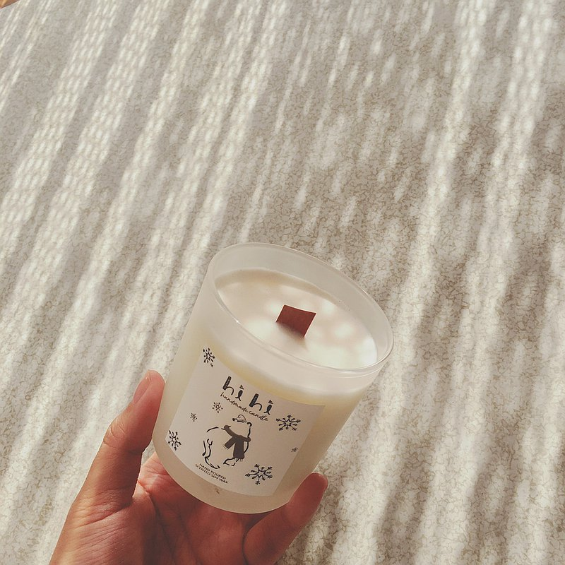 Hand pouring scented soybean candle Peony