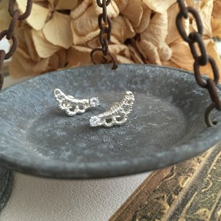 [Jin Xia Lin @ sterling silver earrings] a curved lace ear