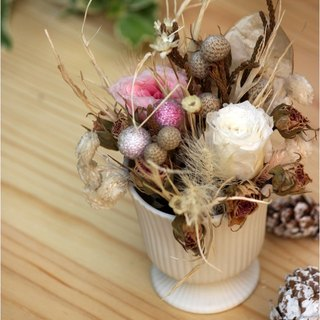 Classical European style desk accessories: Chill garrulous │ │ not withered flowers dried flower wreath │ │ Christmas