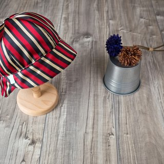 Traveller_jockey hat.stripes
