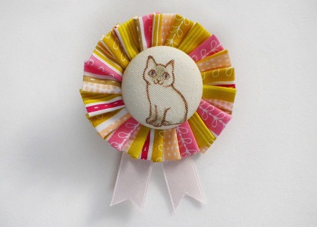 "cotton rosette brooch ""point cat"""