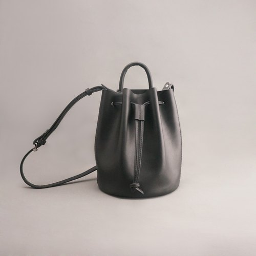 mini Bert Burt leather bucket bag side beam port bag / black vegetable tanned leather / hand bag