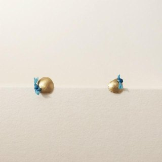 18 karat gold stud earrings (S) Blue