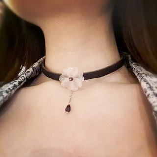◎ rose quartz necklace leather necklace garnet red petals *