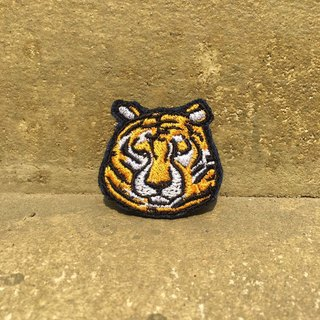 Thick embroidery pin - tiger cat Swan