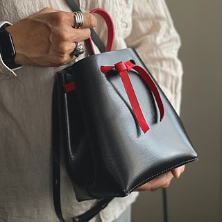 Zemoneni leather lady wide shoulder carry bag in dark grey pearl shinny finishing with card holder