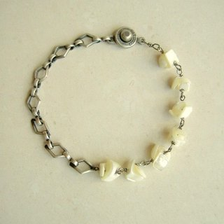 Mother of the pearl and diamond shaped bracelet