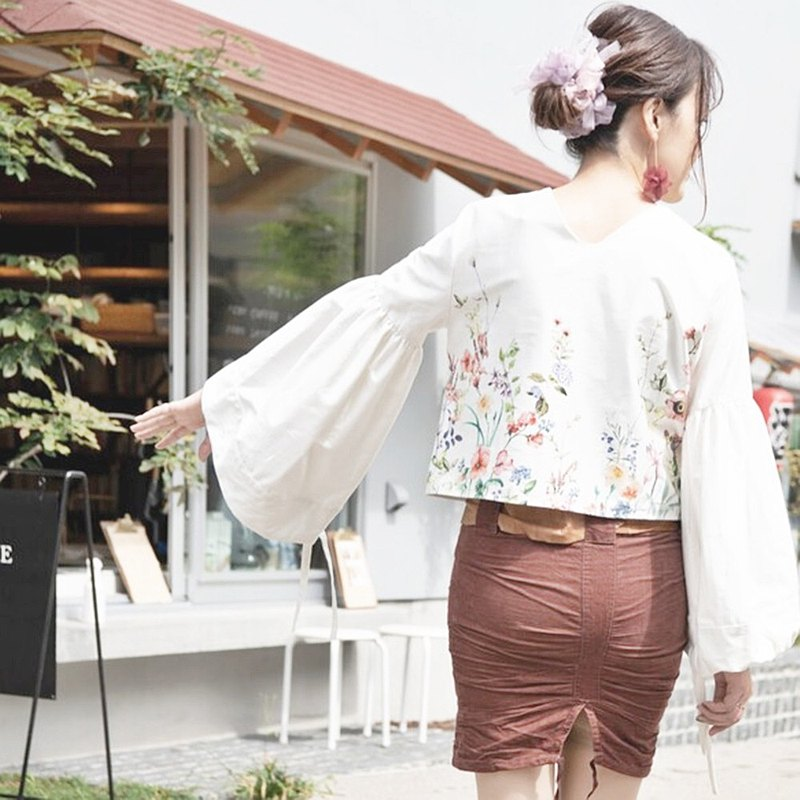 Beautiful back blouse with impressive bell and balloon sleeves | Flower