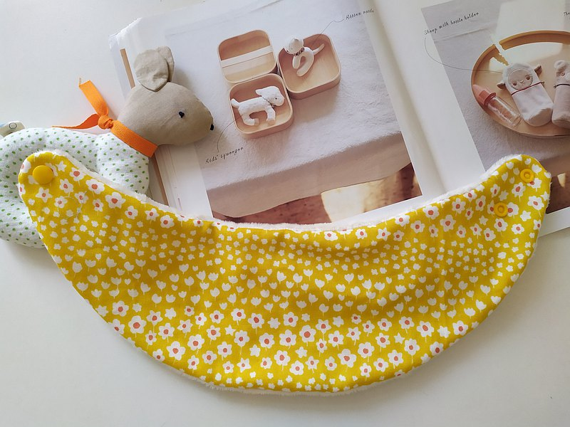 Yellow bottom small white flower neck bib warm scarf for babies